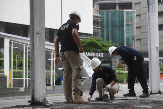 Olah TKP halte Transjakarta Bundaran HI