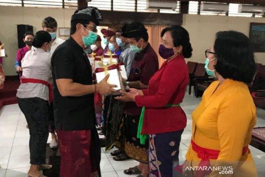 Konjen RRT Denpasar sumbang smartphone kepada siswa 16 sekolah