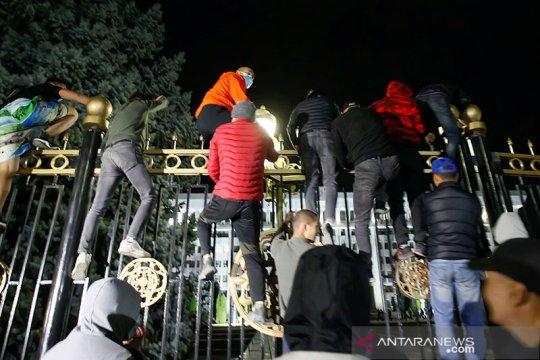 Sepekan aksi protes, status darurat ibu kota Kyrgyztan diperpanjang