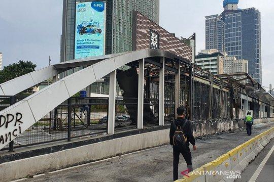 Kemarin, kerusakan halte Transjakarta hingga banjir di Ciganjur