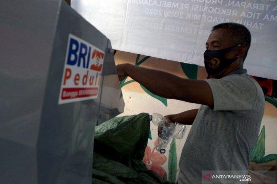 Bank Rakyat Indonesia hibahkan mesin daur ulang sampah plastik