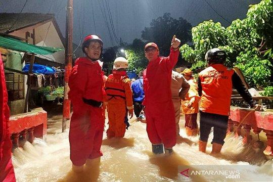 Korban banjir positif COVID-19 akan diberikan tenda dan perahu khusus