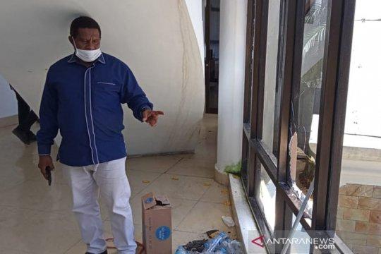 Polisi diminta usut perusakan kantor DPRD kota Sorong