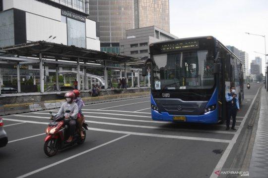 Anies harapkan halte sementara TransJakarta bisa digunakan Senin