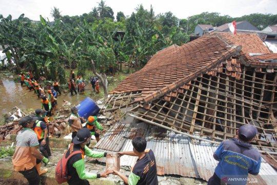 249 warga Jakarta mengungsi akibat banjir