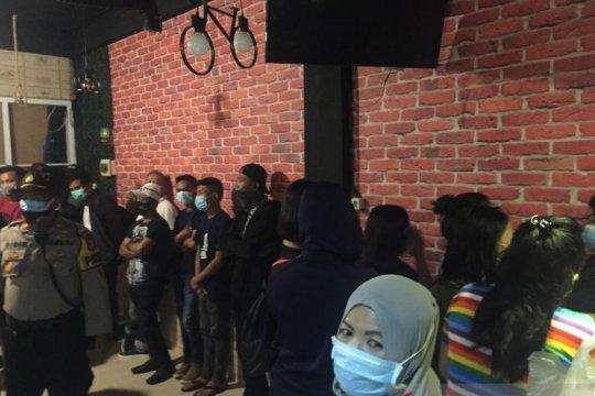Terima pelanggan saat PSBB, Panti Pijat Wijaya digerebek