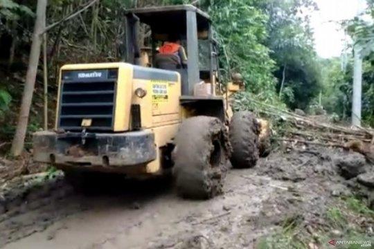 BPBD : Penanganan jalan tertutup longsor hampir rampung 100 persen