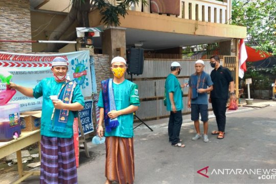 "Mengintip tradisi ""Jumat Berkah"" warga Jalan Menteng Pulo"