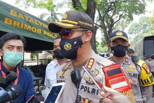 1000 polisi tes cepat COVID-19 usai amankan aksi tolak UU Cipta Kerja