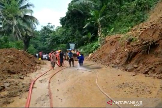 Satu orang meninggal akibat longsor di Tasikmalaya