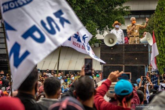 Ganjar naikkan UMP Jateng 2021 menjadi Rp1,8 juta