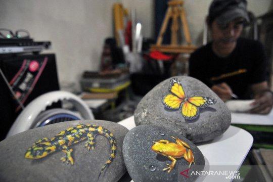 Seni lukis 3D pada media batu kali