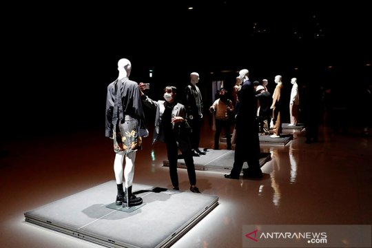 Peragaan busana Rakuten Fashion Week