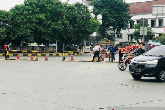 Dishub Jakarta Barat tutup Jalan Stasiun Kota arah Jalan Pasar Pagi