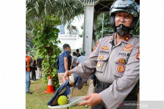 Polisi amankan bola kasti diduga berbahan kimia di Bundaran BI