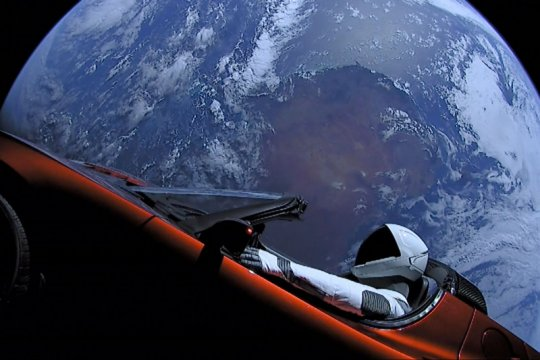 Tesla Roadster semakin dekat dengan Mars