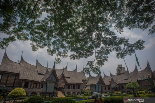 PSBB Jakarta dilonggarkan, kawasan wisata TMII kembali dibuka
