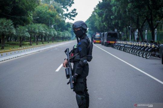 Belasan ribu personel gabungan TNI dan Polri kawal aksi tolak Cipta Kerja
