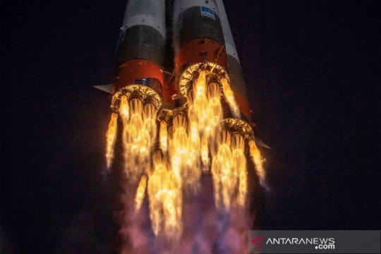 Pesawat luar angkasa Soyuz MS-17 angkut tiga astronot ke ISS