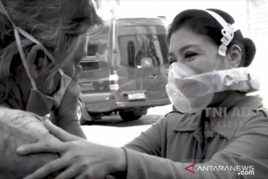 Hetty Andika Perkasa bagikan bingkisan pada masyarakat Semarang