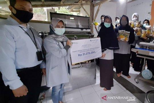 Berdayakan warga Geopark Ciletuh, Jamkrindo distribusi alat produksi