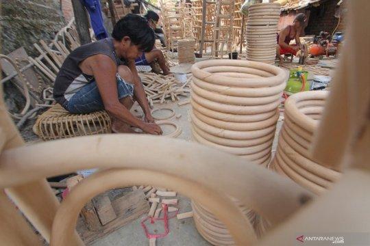 BRI Cirebon salurkan KUR supermikro sebesar Rp44 miliar