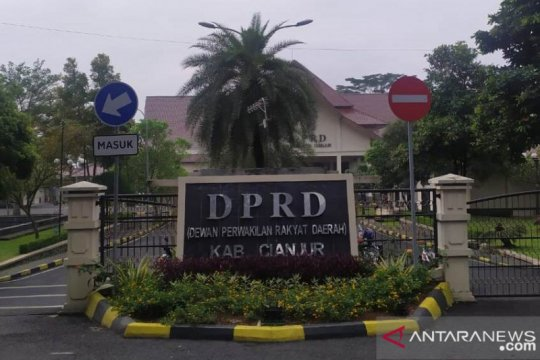 Seorang sopir di DPRD Cianjur terkonfirmasi positif COVID-19