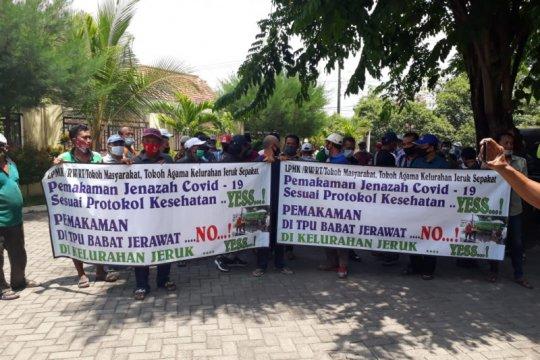 Sejumlah ketua RT-RW di Surabaya tolak aturan pemakaman COVID-19