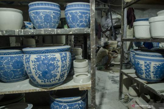 PPKM sebabkan utilitas produksi keramik hingga plastik turun