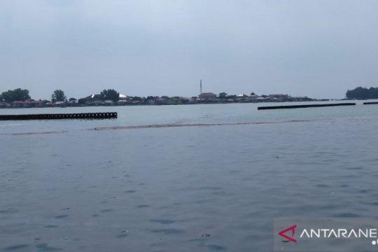 805 kilogram limbah minyak dikumpulkan dari Pulau Pramuka dan Panggang