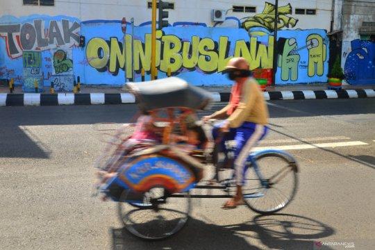 Mural kritik Omnibus Law