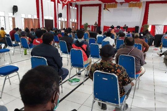 DPR RI gelar pertemuan dengan masyarakat Ilaga bahas telekomunikasi