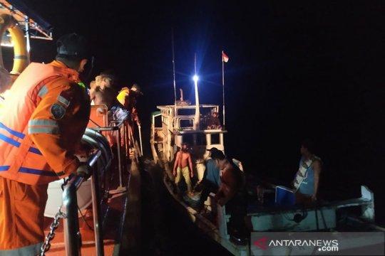 Basarnas evakuasi sembilan nelayan korban kapal mati mesin