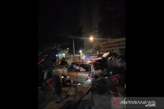Pengendara motor tewas tertabrak mobil di dekat SPBU Grogol Petamburan