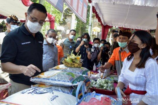 Mensos tinjau penyaluran bantuan sosial di Bali