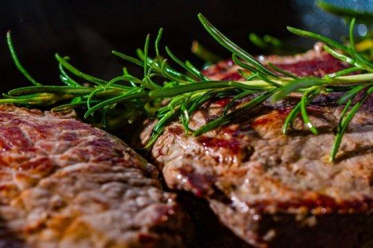 """Pesan steak lewat jasa antar bisa seenak """"dine in""""?"""