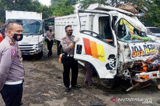Truk tabrak tiga motor dan mobil di Puncak Bogor, lima orang tewas