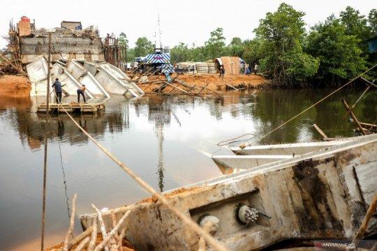 Jembatan ambruk di Pangkal Pinang
