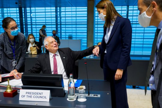 Dua menlu positif corona usai hadiri pertemuan EU