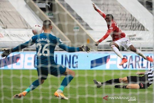 United hempaskan Newcastle 4-1