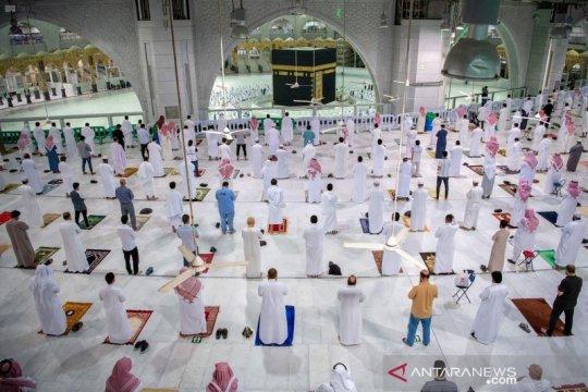Arab Saudi izinkan warganya shalat di Masjidil Haram