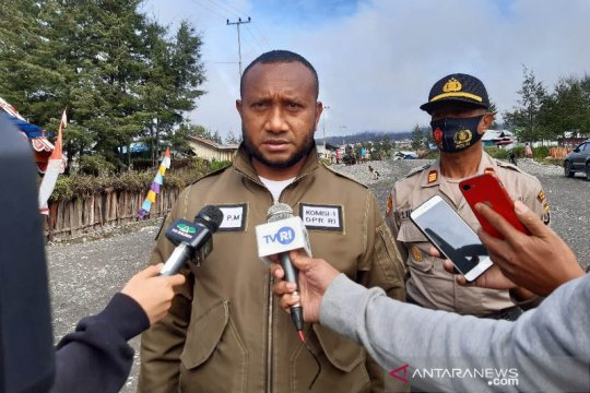 Yan Mandenas ajak masyarakat Papua gunakan hak pilih di masa pandemi
