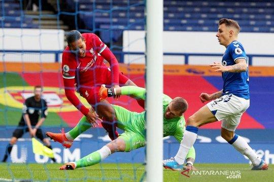 FA tidak akan hukum Jordan Pickford setelah cederai Virgil van Dijk