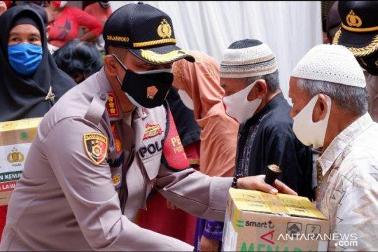 Polisi bagikan 2.500 masker dan bangun MCK bagi warga Cilincing