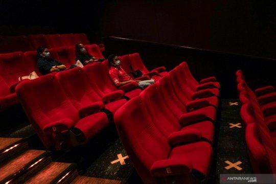 Bioskop kembali dibuka, tapi pengunjung harus keluar tiap 30 menit? Cek faktanya!
