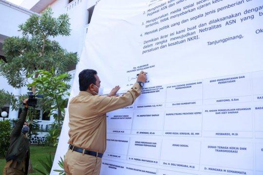 Pjs Gubernur dan ASN Kepri tandatangani ikrar netralitas dalam pilkada