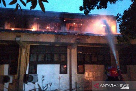 Gedung Fakultas Teknik Universitas Negeri Medan terbakar