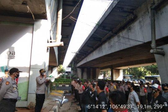 Petugas perketat pengamanan di kawasan Mampang cegah kelompok Anarko