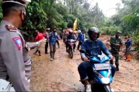 Antisipasi longsor BPBD Lampung perkuat tebing dengan rumput vetiver