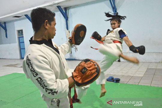 Latihan atlet tarung derajat Jabar untuk persiapan PON Papua
